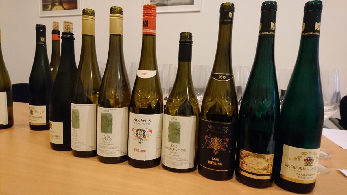 Vína na degustaci moselských rieslingů